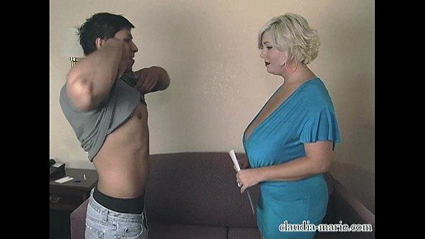 Filho chupando buceta da mãe