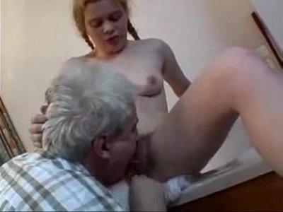 Avô fodendo sua neta de maior