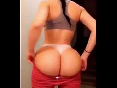Novinha rabuda tentando fazer sexo anal