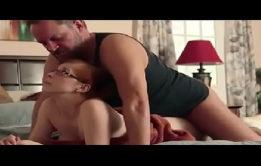 Pai esfolando o cu da filha da puta gostosa