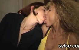 Mães gostosas em suruba de incesto com família