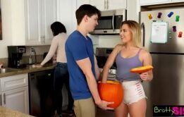 Redtbe incesto comendo a prima gostosa de 18 anos