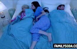 Filha foi dormi com os pais e acabou transando